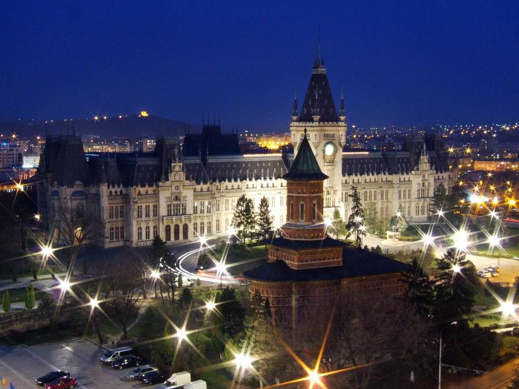 TREI IERARHI, CEA MAI FRUMOASĂ BISERICĂ DIN MOLDOVA
